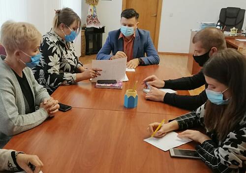 Багатодітне подружжя із Шепетівщини взяло у сім'ю трьох дітей
