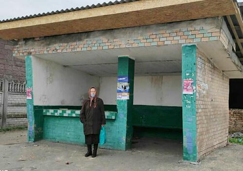 У центрі Судилкова ремонтують автобусну зупинку