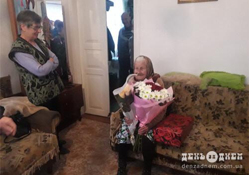 У Шепетівці бабуся відсвяткувала століття, але каже, що спробує більше