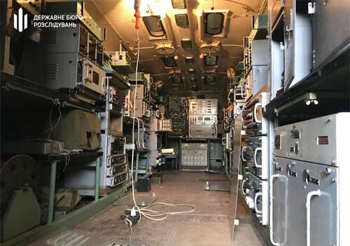 Начальник радіостанції військової частини на Хмельниччині пошкодив та викрав обладнання