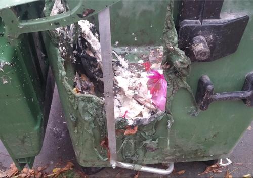 У Славуті вандали спалили нові сміттєві контейнери