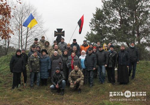 Неподалік Славути на місці бою УПА та НКВДистів встановили червоно-чорний хрест