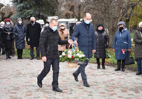 У Шепетівці вшанували пам'ять Героїв Небесної Сотні та загиблих на Сході України земляків