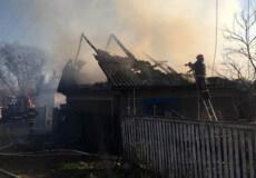 У Шепетівському районі виникла пожежа в селі, яке знаходиться за 33 кілометри від рятувального підрозділу