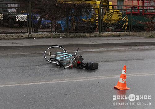 У Шепетівці автомобіль BMW на єврономерах збив велосипедиста