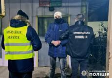 З Хмельниччини депортували нелегала, який перебував у розшуку в Молдові