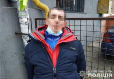 У Хмельницькому продавчиня та поліцейські охорони затримали чоловіка, який вкрав із магазину куртку