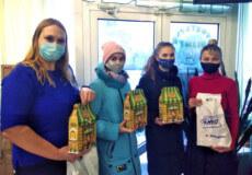 Діти пільгових категорій до Дня Святого Миколая отримали подарунки від Нетішинської міської ради