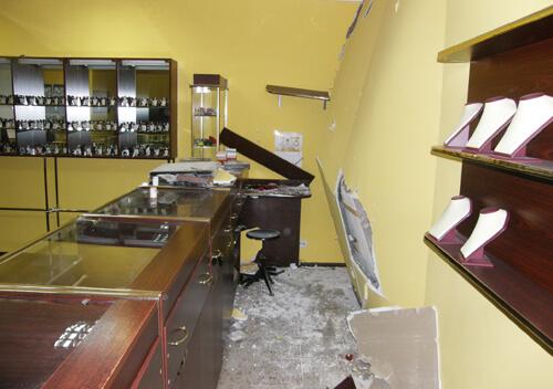 Одеський депутат курував злочинну групу, яка обікрала ювелірний магазин на Хмельниччині