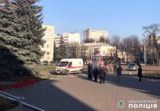 Із приміщення Хмельницької обласної ради поліцейські, отримавши повідомлення про замінування, евакуювали 200 осіб