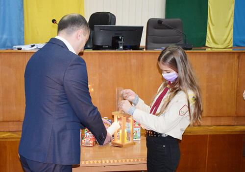 Вифлеємський Вогонь Миру «ПЛАСТ» передав депутатам Шепетівської міської ради