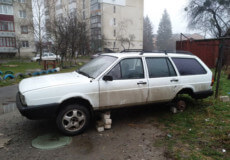 У Шепетівці продовжують орудувати серійники, що цуплять колеса з автівок