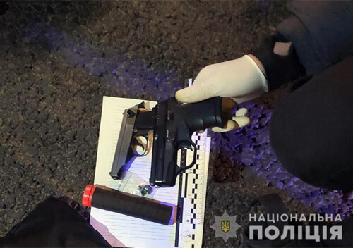Хмельницькі поліцейські зупинили озброєного 42-річного водія «Мазди-626»