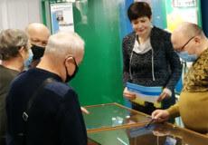 У Нетішині енергетик Ігор Рокицький презентував фалеристичну виставку