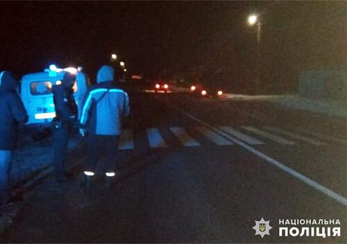 У селі біля Шепетівки внаслідок ДТП важко травмувався 24-річний пішохід