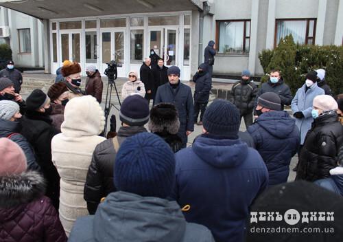 Шепетівчани вийшли на мітинг проти локдауну та тарифів