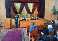 Голова Хмельницької облради вручила страхові поліси медикам Шепетівського Центру ПМСД