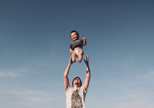 Рівні можливості у догляді за дитиною. Головне в новому законі про декрет
