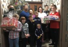 Посадовці Шепетівщини привітали зі святами прийомну сім'ю