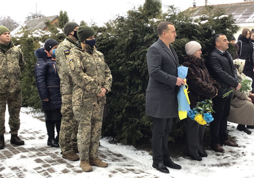 У Шепетівському районі відкрили меморіальну дошку загиблому в ООС земляку