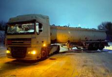 На Шепетівщині через погіршення погодних умов вантажівка перекрила рух