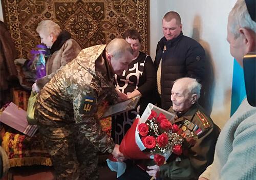 У Шепетівському районі дідусь відзначив 100 років