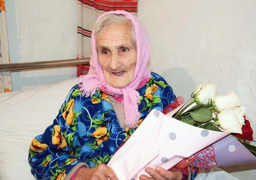 У Шепетівському районі бабуся-довгожителька відзначає ювілей