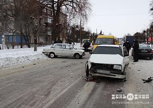 На вулиці Героїв Небесної Сотні через ДТП ускладнено рух