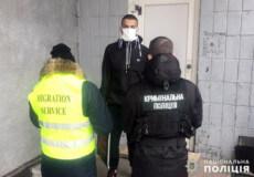 Нелегала, який відбував покарання у Шепетівській виправній колонії, зобов'язали покинути Україну