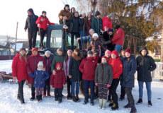 На Хмельниччині селяни організували рекордний потяг із 45 санчат