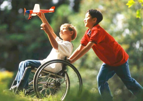 Уряд підвищив надбавки на догляд за особами з інвалідністю з дитинства та дітьми з інвалідністю