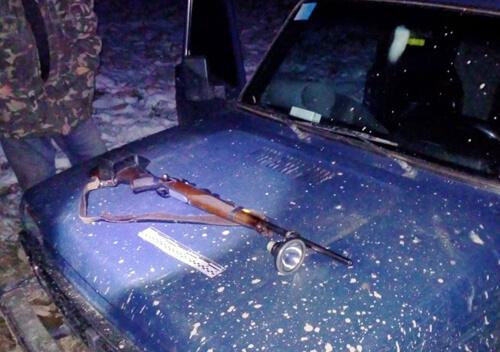 В мисливських угіддях Шепетівщини лісівники натрапили на чоловіка з рушницею