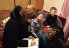 У Шепетівці патрульні зустріли 7 річного хлопчика, який шукав маму