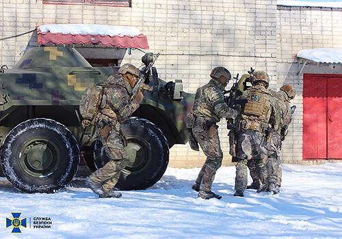 На території військового закладу силовики знешкодили «злочинців»