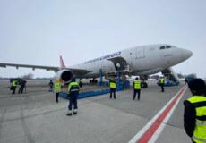 Вантажний літак з вакциною Oxford-AstraZeneca (CoviShield) приземлився в Україні