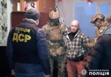«Смотрящий» з Хмельниччини організував міжрегіональну злочинну групу фальшивомонетників