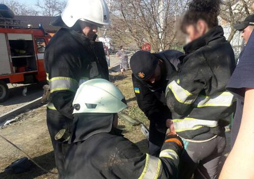 На Хмельниччині дитина і мати впали у 17-метровий колодязь