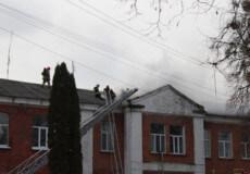 У Шепетівці горить корпус, де лікують ковідних хворих