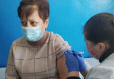 У Білогір'ї першими від коронавірусу вакцинувалися медики