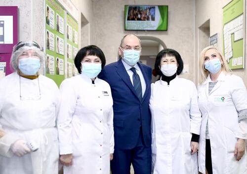 Медиків не будуть звільняти за відмову робити щеплення проти COVID-19