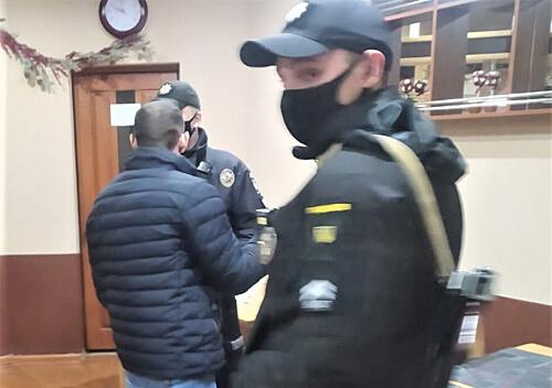 У Шепетівці полісмени приїхали зупинити бійку в мотелі, а виявили наркотики