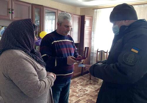 На Хмельниччині 4 родини полеглих нацгвардійців отримали відомчі нагороди