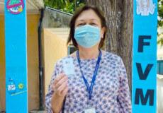 Педіатр із Хмельниччини першою в Україні отримала щеплення другою дозою вакцини проти COVID-19