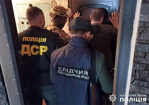 100 тисяч гривень неіснуючого боргу вимагали чоловіки у хмельничанина