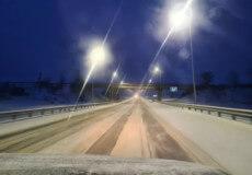Сніг у березні: до ліквідації наслідків негоди вночі залучили понад 100 одиниць техніки