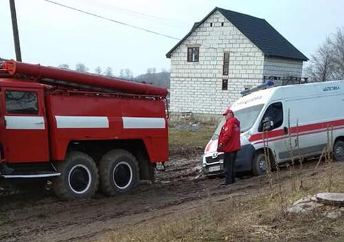 У Шепетівському районі в болоті застрягла карета швидкої