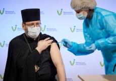 Релігійні лідери отримали щеплення проти COVID-19 залишковими дозами AstraZeneca (Covishield)