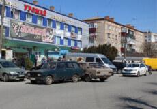 У Шепетівці біля торгового центру не розминулися два «Жигулі»