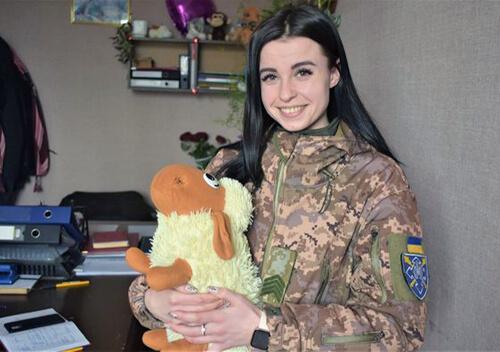 На Шепетівщині 23-річна учасниця АТО два роки поспіль допомагає дітям