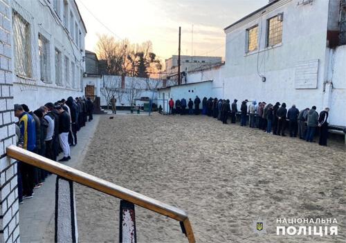 Поліцейські викрили канал постачання наркотиків до Шепетівської виправної колонії